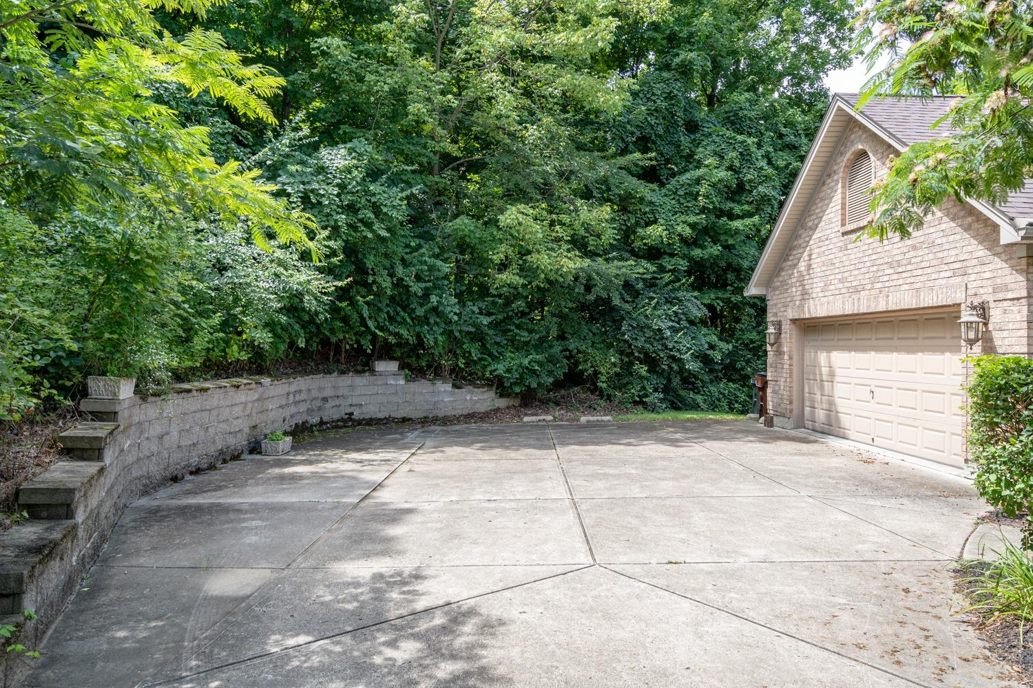 Photo 3 for 8051 Waldons Pond Dr Colerain Twp.West, OH 45247
