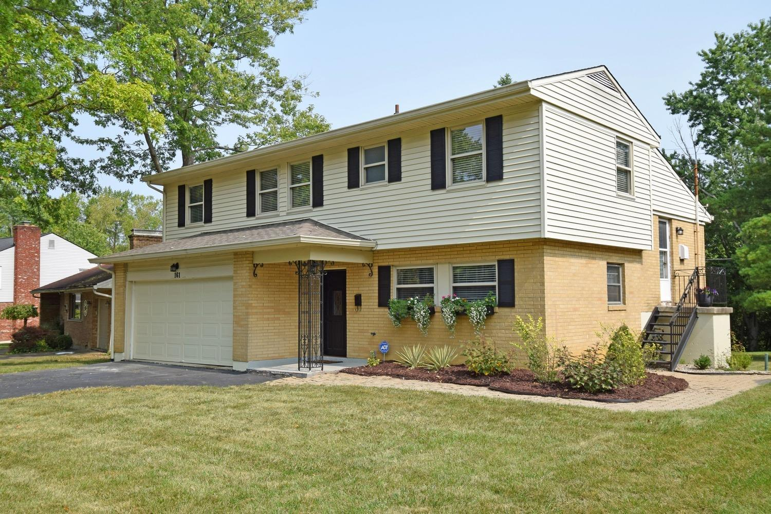 Photo 2 for 161 Junedale Dr Greenhills, OH 45218