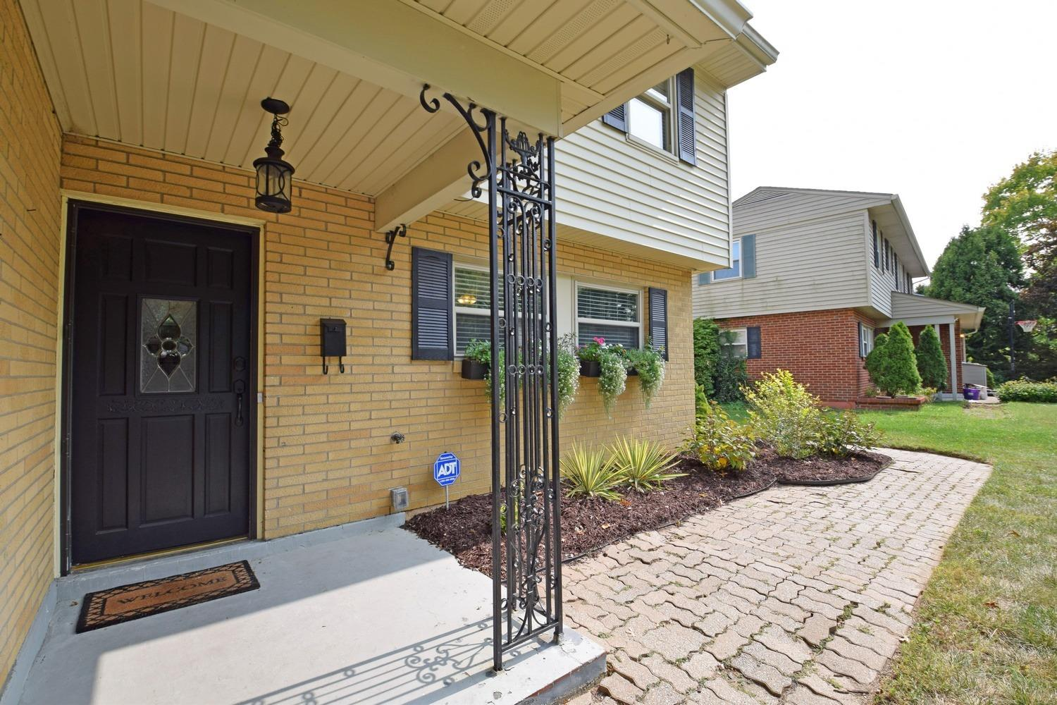Photo 3 for 161 Junedale Dr Greenhills, OH 45218