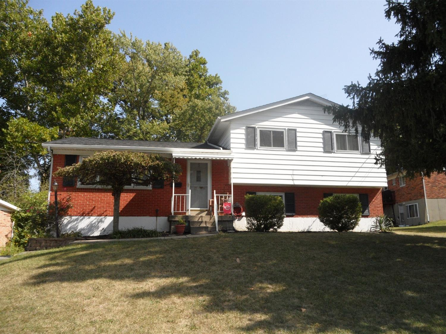 8480 Foxcroft Dr Finneytown, OH