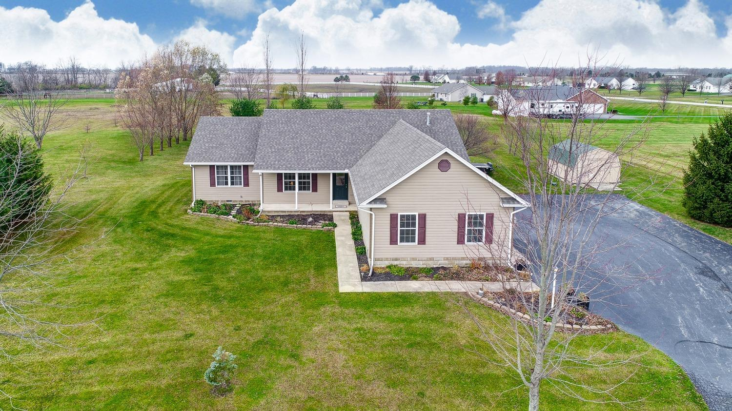 70 Dutch Creek Dr Chester Twp, OH