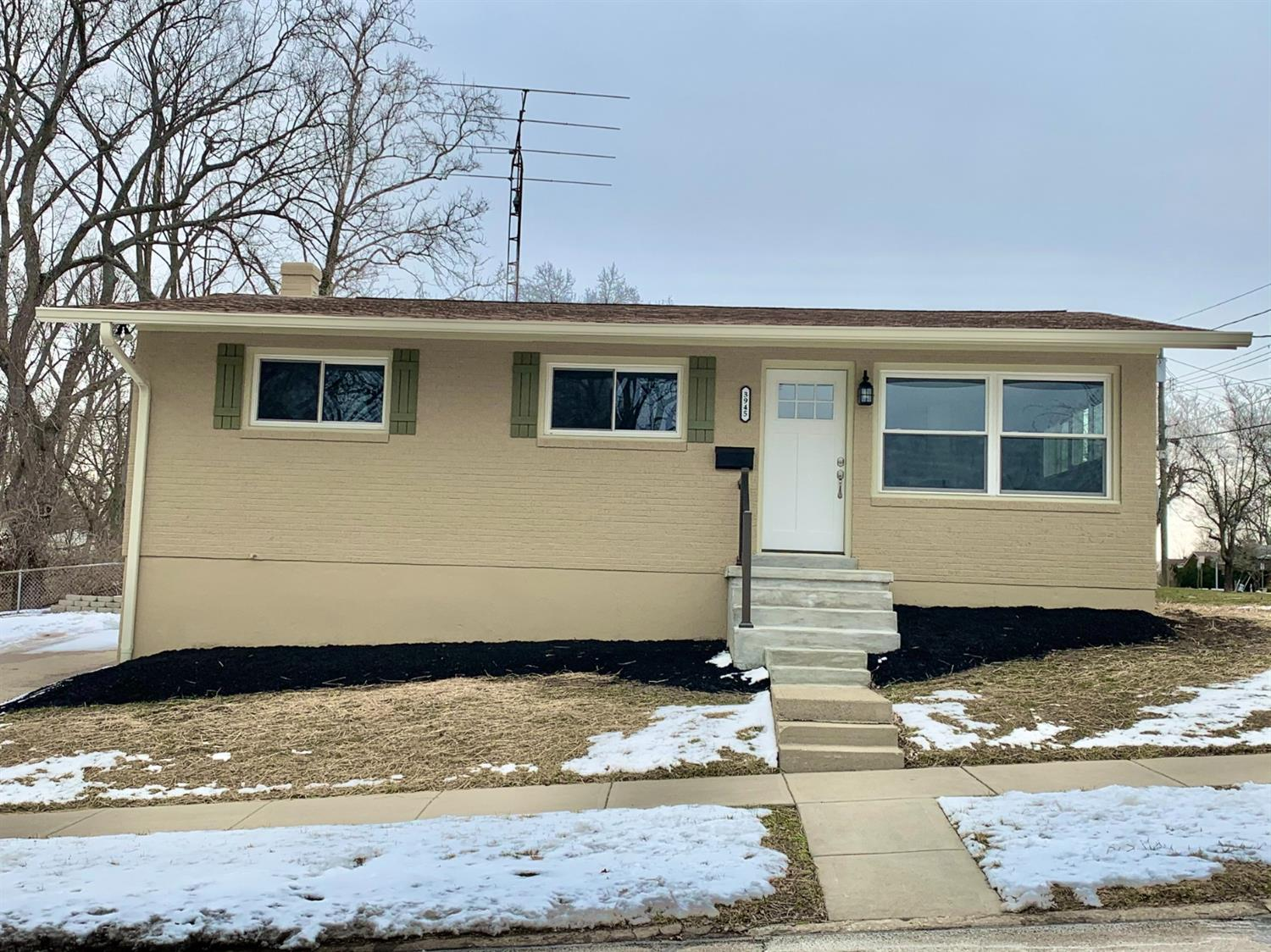 3945 Mantell Ave Dillonvale, OH