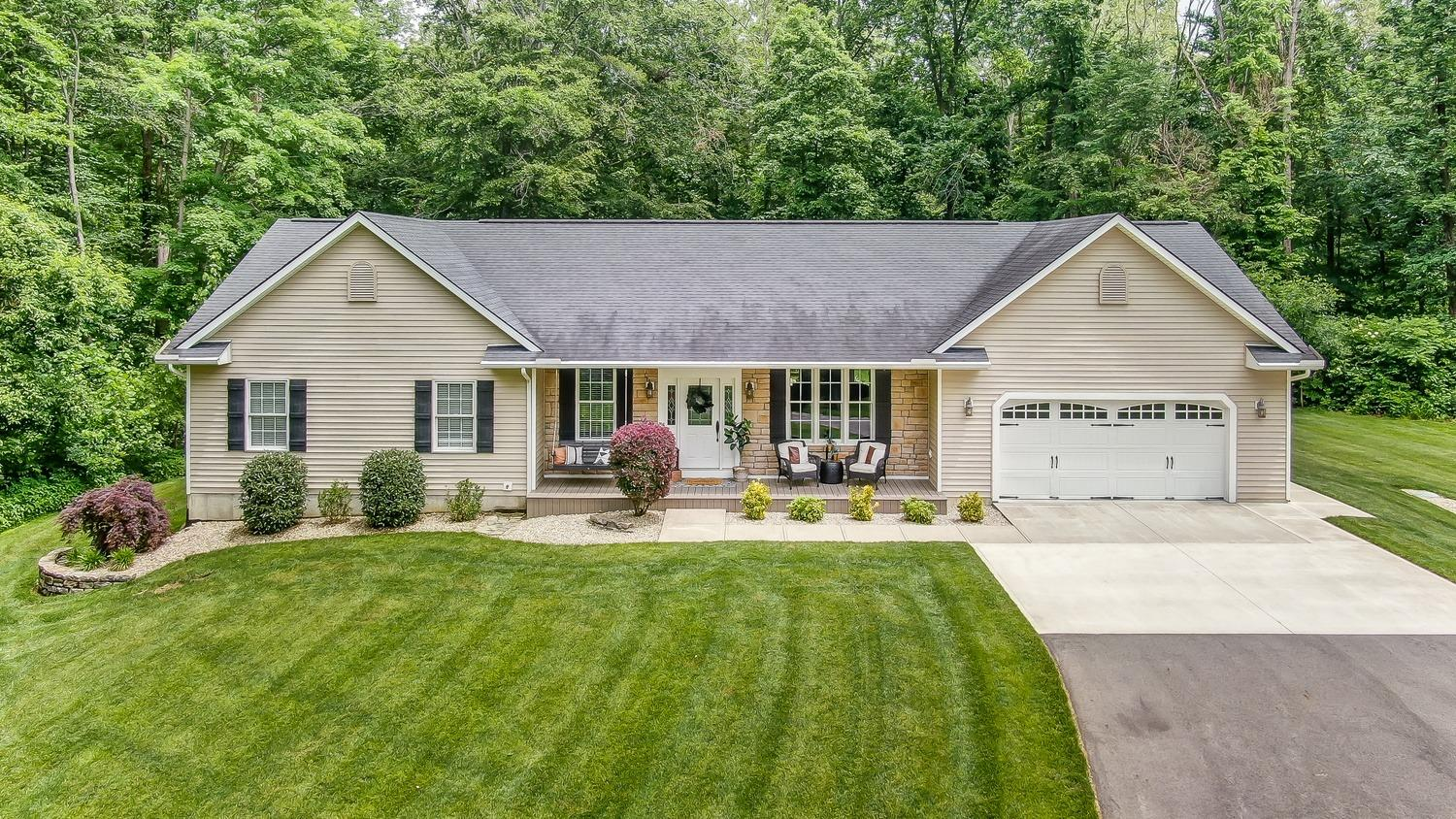 147 Collett Chester Twp, OH