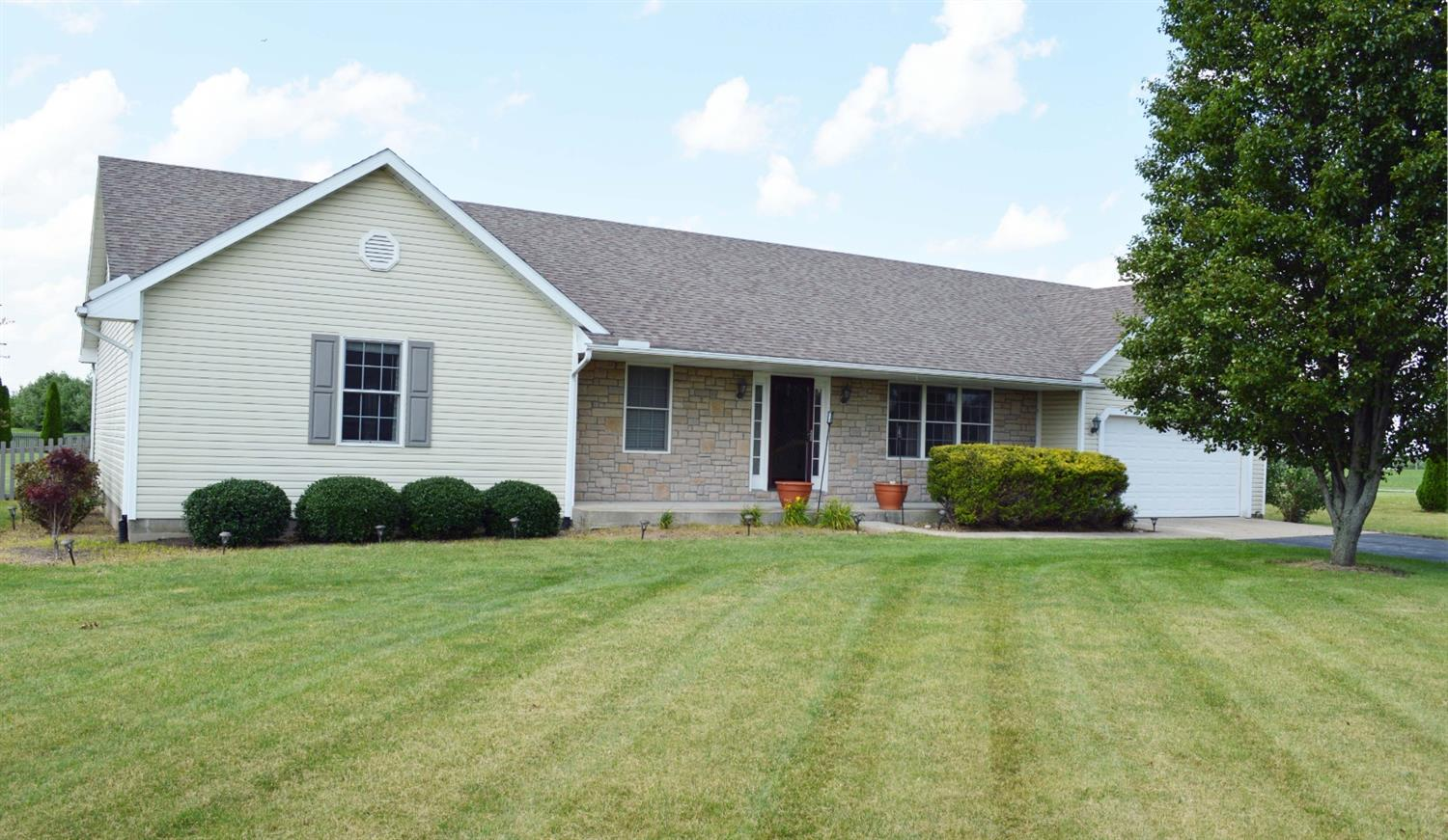 Photo 2 for 55 Waverly Way Wilmington, OH 45177