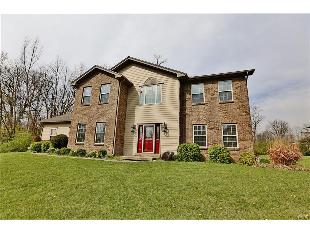 102 Collins Ct Moraine, OH
