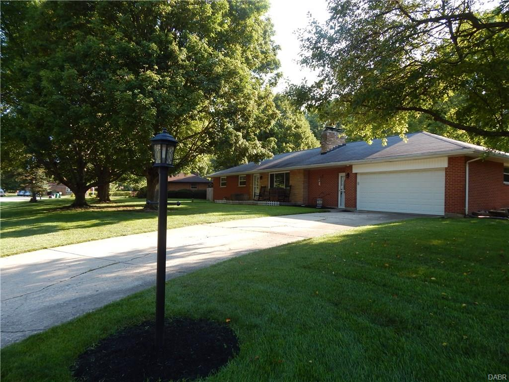 1098 Regal Hill Ct Beavercreek, OH
