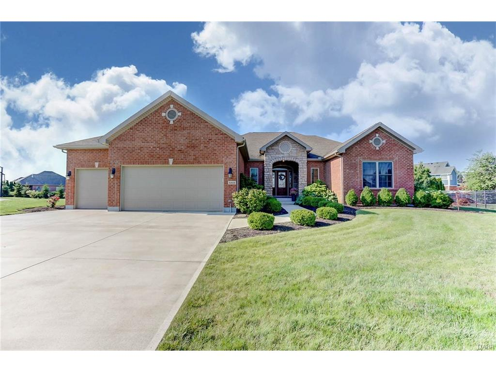 562 Chartwell Ct Troy, OH