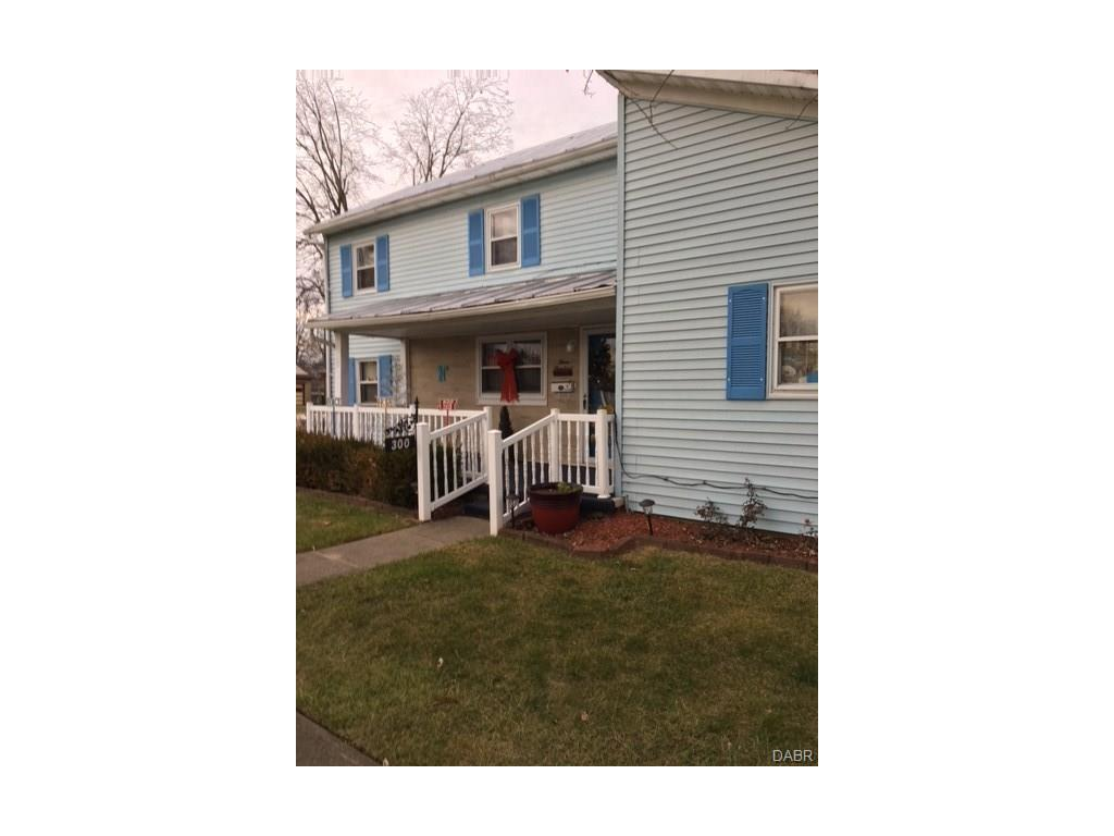 real estate photo 1 for 300 N Clay St New Carlisle, OH 45344