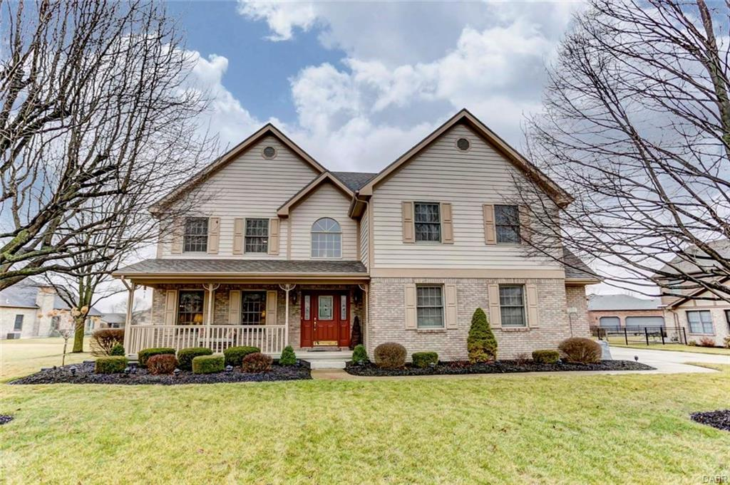 203 Old Carriage Dr Englewood, OH