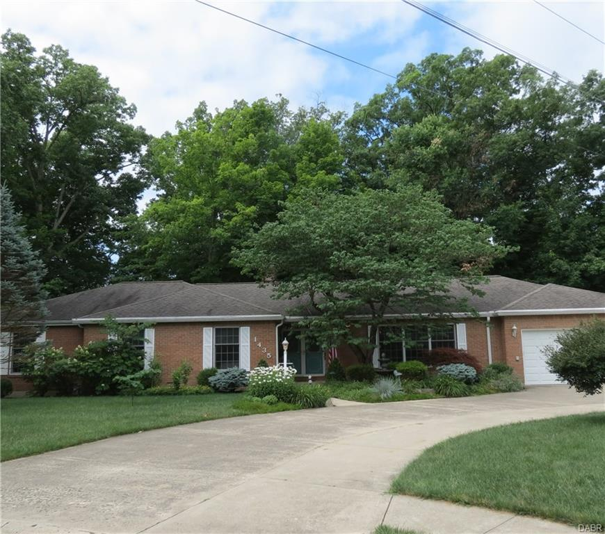 1435 Foxdale Sidney, OH