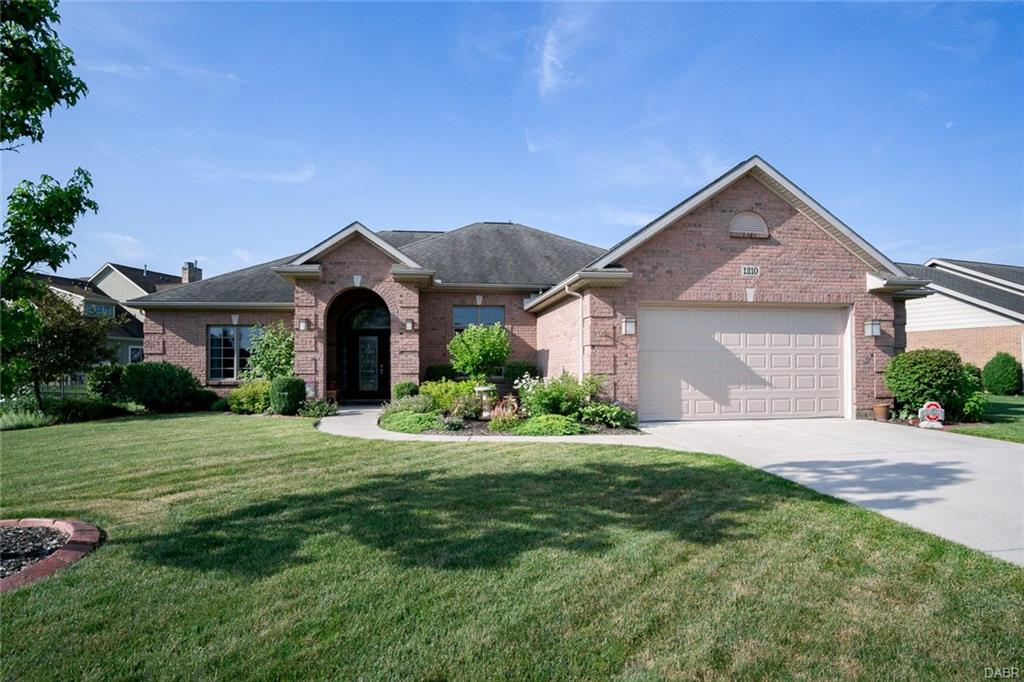 1210 Hazeldean Ct Tipp City, OH