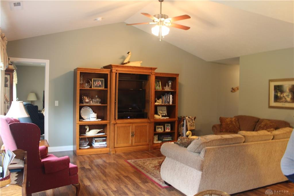 Photo 3 for 644 Willow Point Ct Troy, OH 45373
