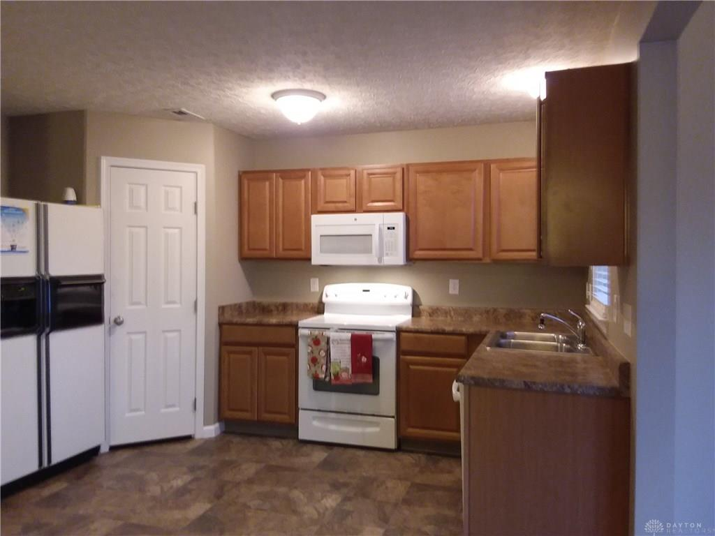 Photo 3 for 9087 Buttercup Dr Huber Heights, OH 45371
