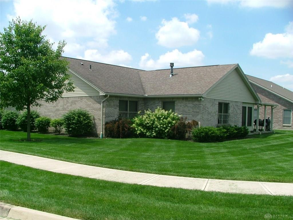 Photo 3 for 301 Miller Ct Englewood, OH 45322
