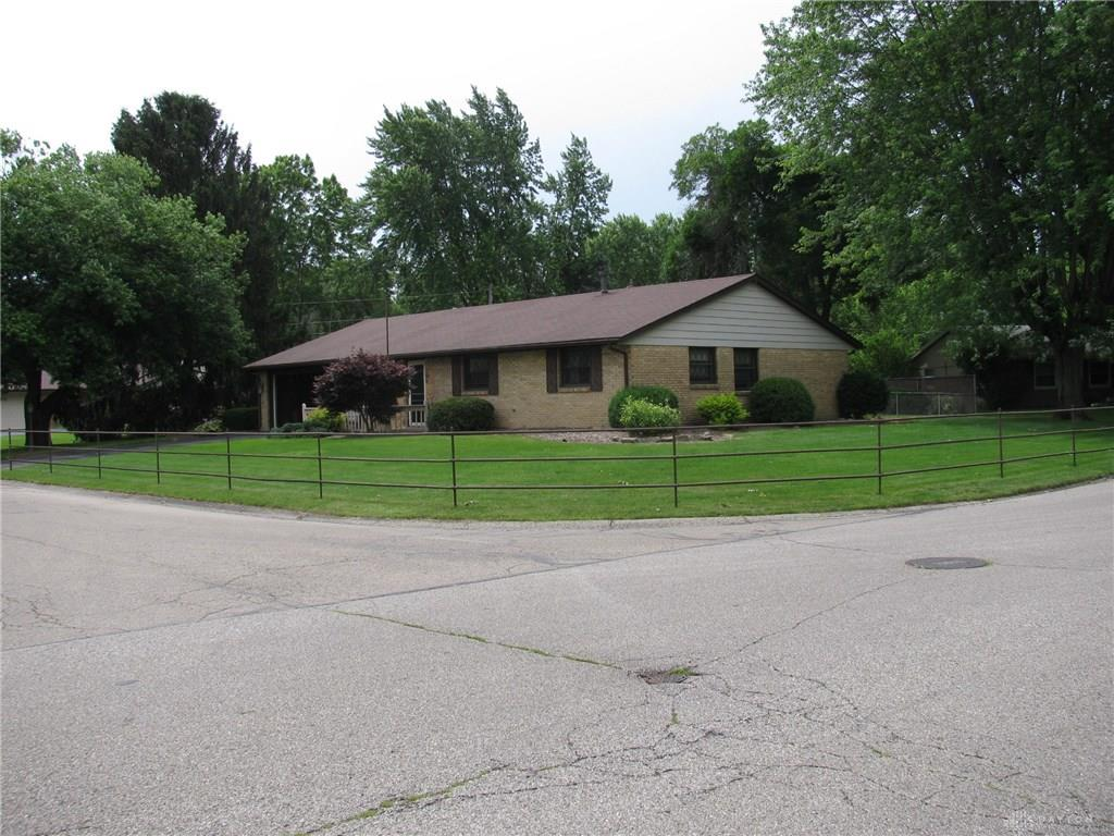 Photo 2 for 140 Cloverwood Dr Centerville, OH 45458