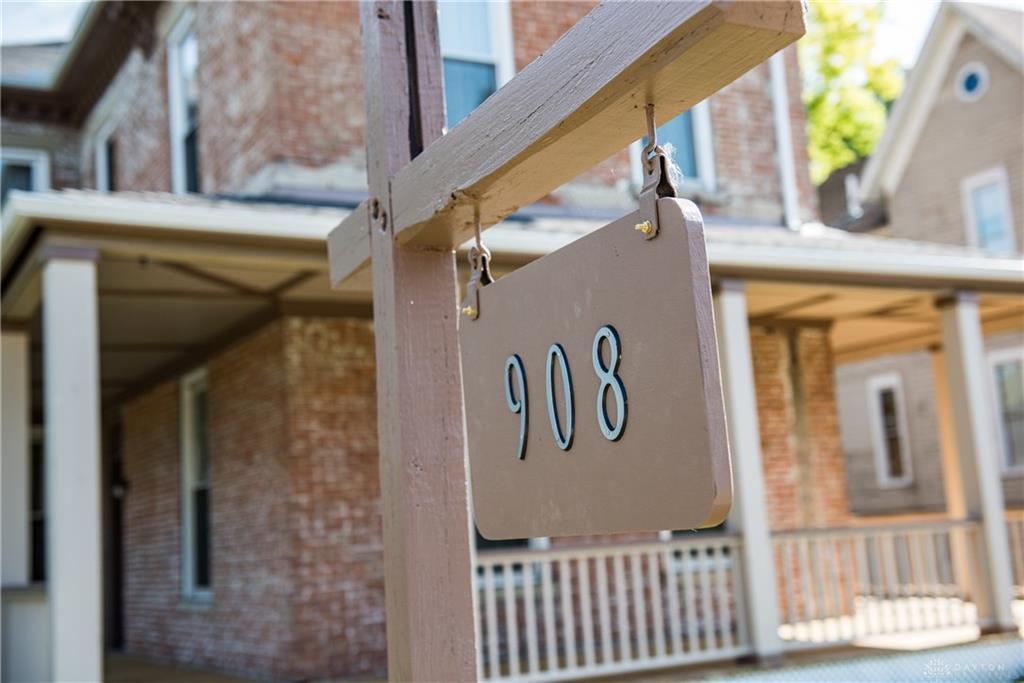 908 E High St