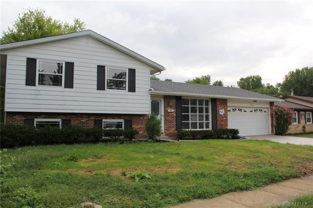 Photo 2 for 617 Carriage Dr Troy, OH 45373