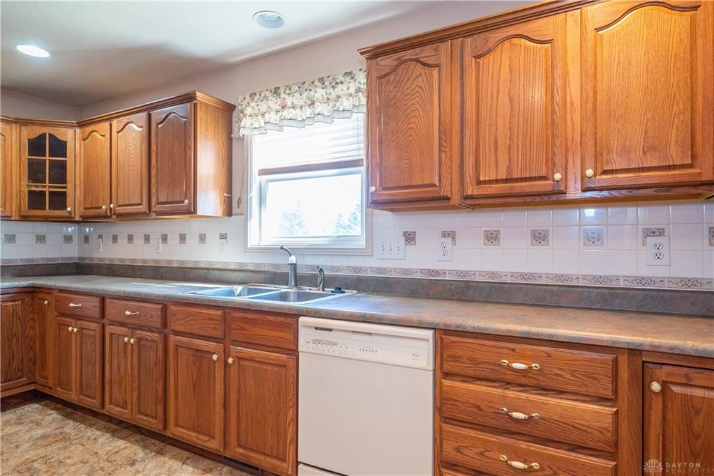 Photo 3 for 4605 Belmont Ct Huber Heights, OH 45424