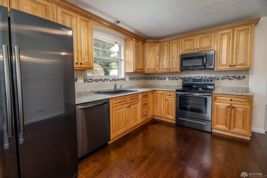 Photo 3 for 2832 Marigold Dr West Carrollton, OH 45449
