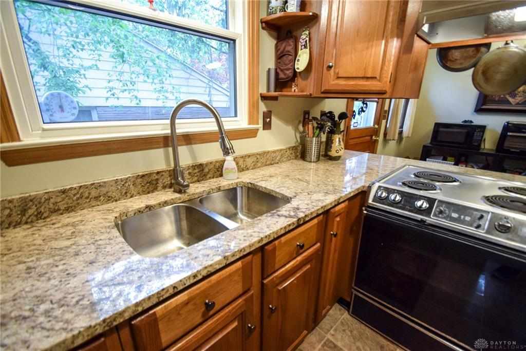 Photo 3 for 1301 Ridgeview Ave Kettering, OH 45409