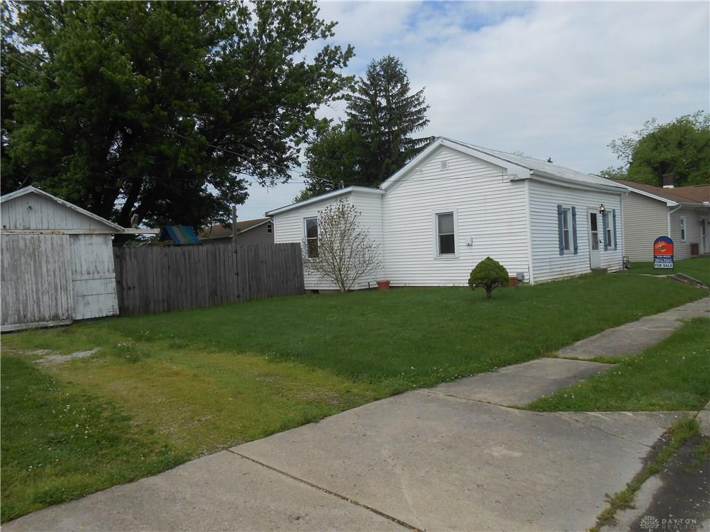 Photo 3 for 206 Jefferson St West Manchester, OH 45382