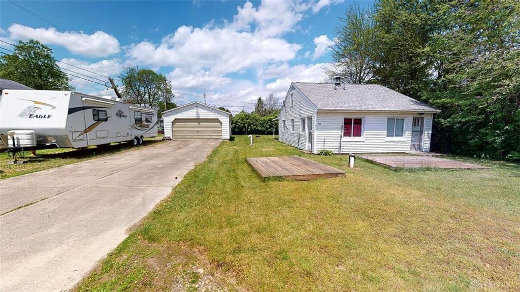 340 Queen Rd Crystal Lakes, OH