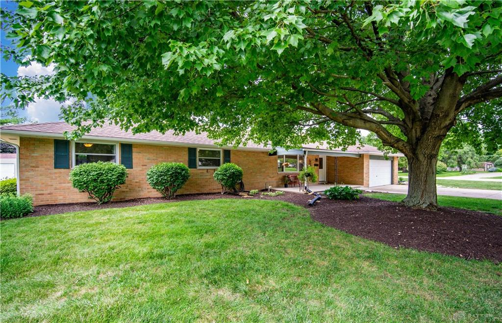 Photo 2 for 2171 Clearview Dr Bellbrook, OH 45305