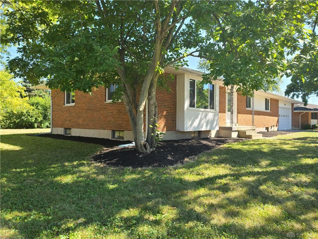 Photo 3 for 208 E Eppington Dr Trotwood, OH 45426
