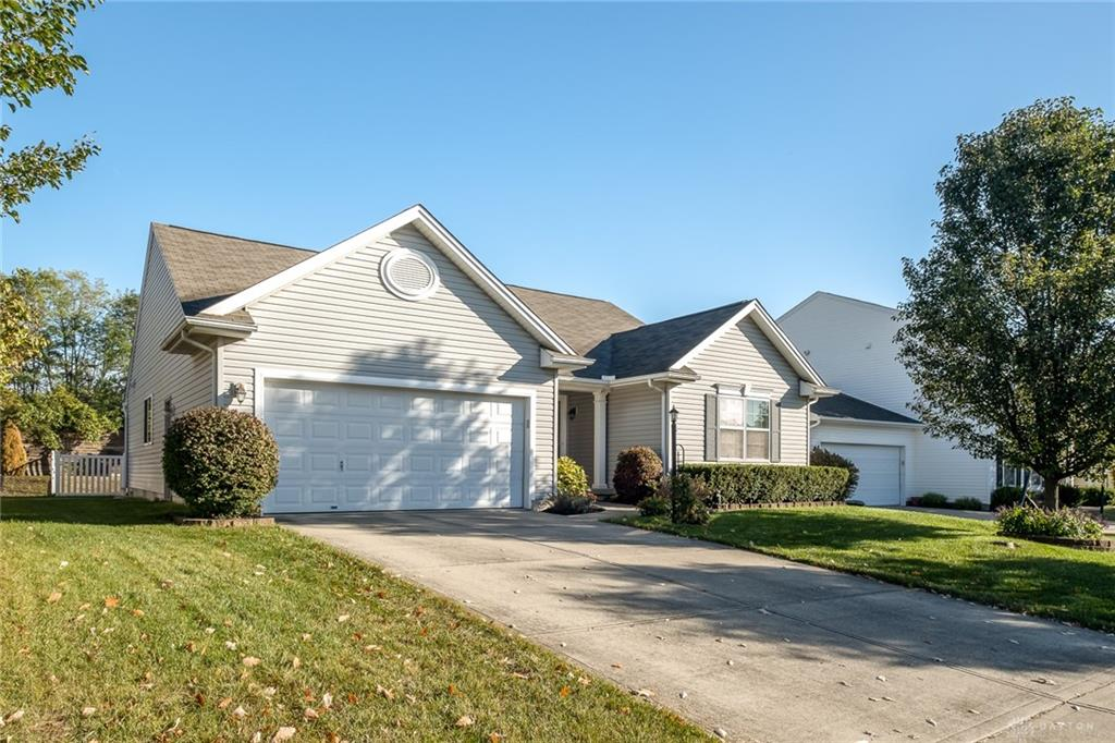 Picture of: 2746 Oak Trace Ct Beavercreek Oh 45431 Listing Details Mls 827138 Dayton Real Estate