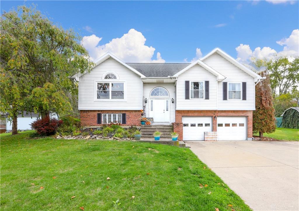 1496 Parkridge Dr Mad River Township, OH