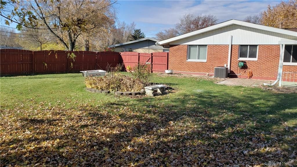 Photo 3 for 820 Chandler Dr Trotwood, OH 45426