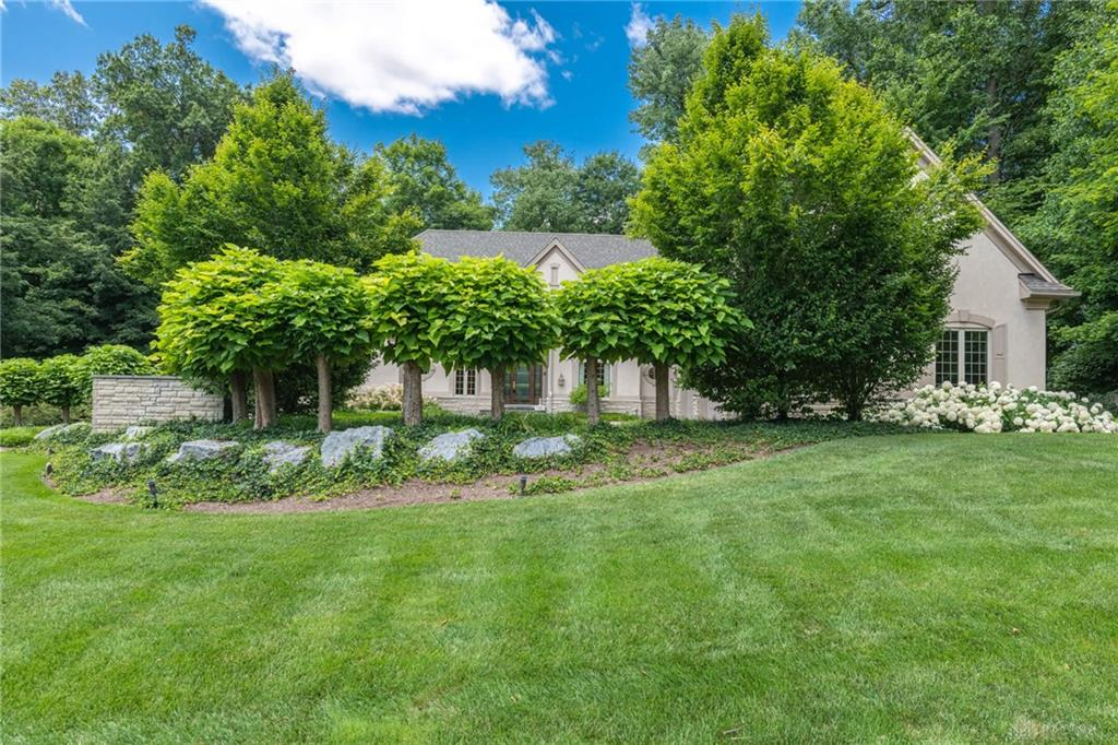 1533 Country Wood Dr Sugarcreek Township, OH
