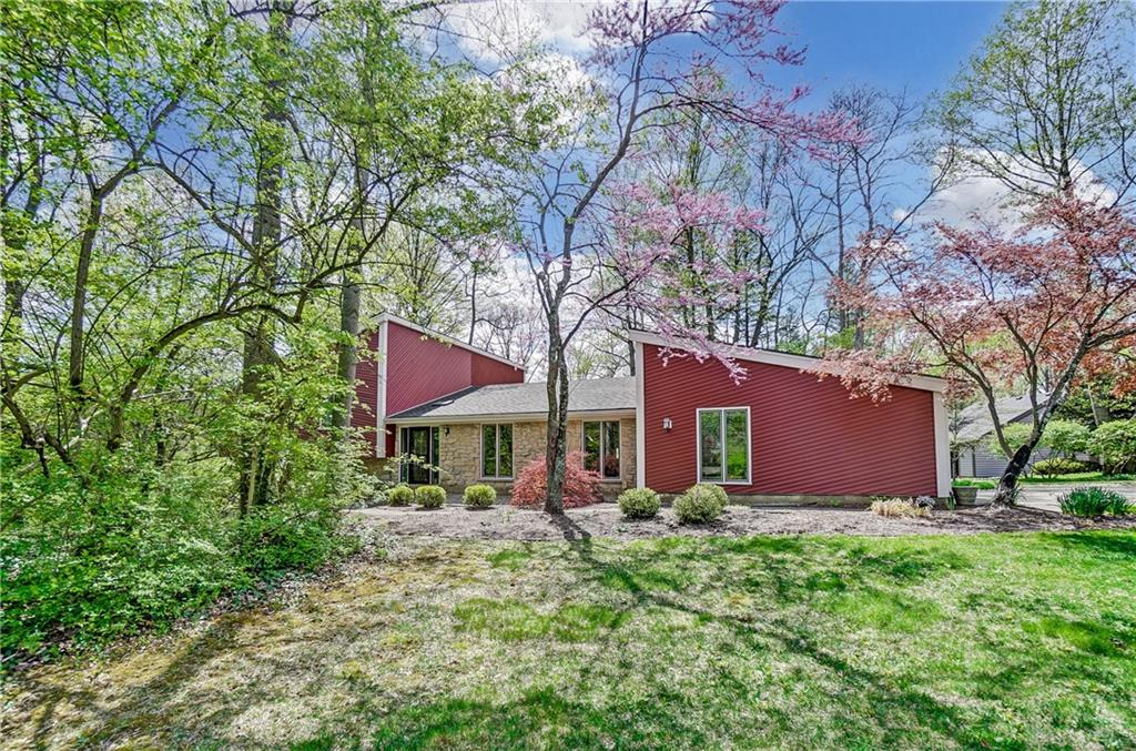 Photo 2 for 300 Deerpark Cir Kettering, OH 45429