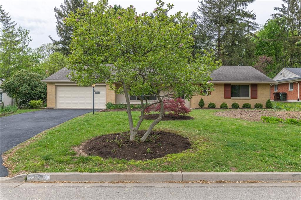 227 Marchester Dr Kettering, OH