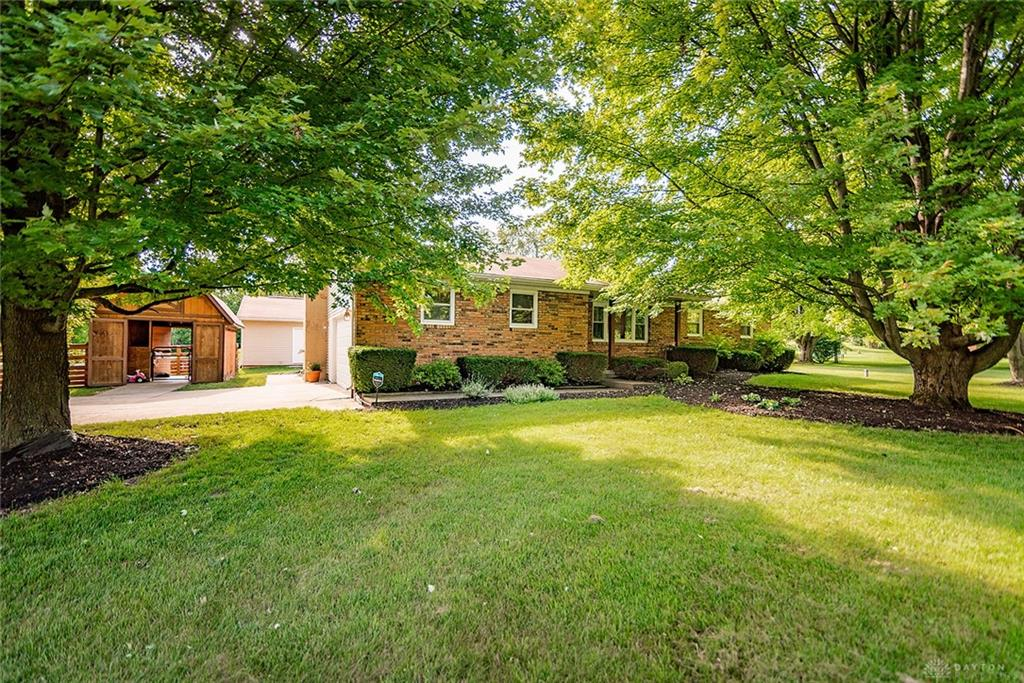 Photo 2 for 3679 Bruce St Bellefountaine, OH 43311