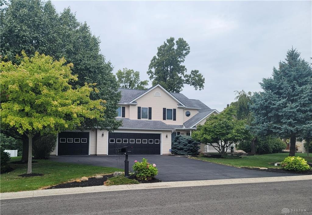 1121 Lost Creek Dr Bellefountaine, OH
