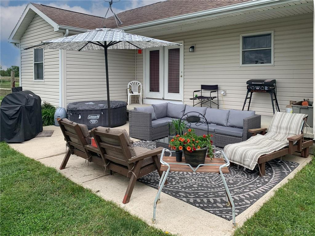 Photo 3 for 4619 Panhandle Rd New Vienna, OH 45159