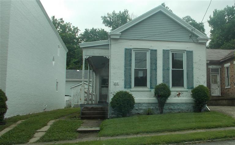 real estate photo 1 for 212 Pleasant St Bromley, KY 41016
