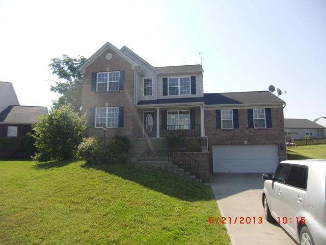 real estate photo 1 for 2011 Falling Water Dr Hebron, KY 41048
