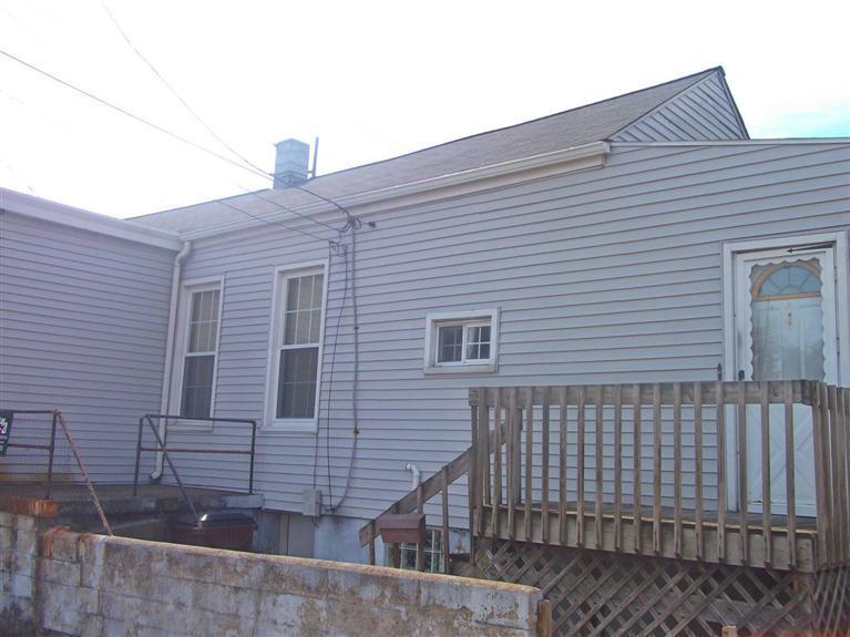 1146 Putnam St