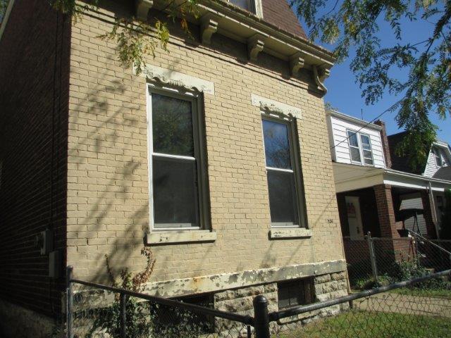 1534 Woodburn Ave