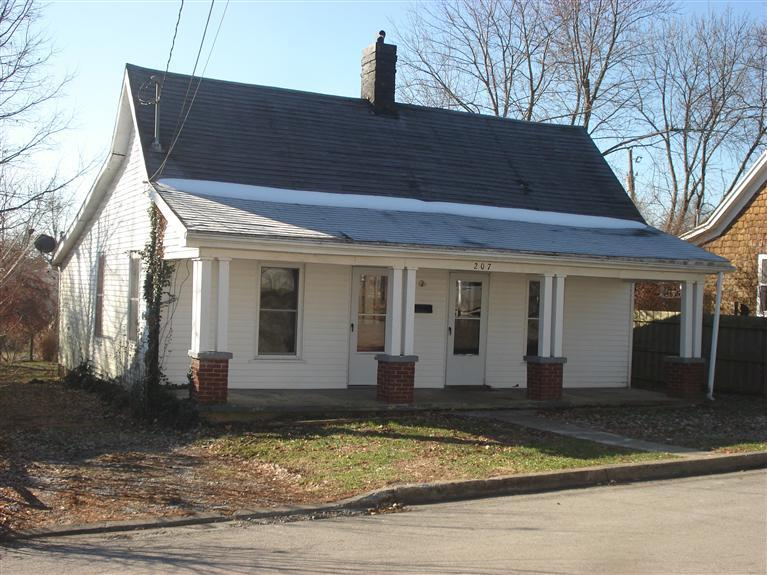 real estate photo 1 for 207 Broadway Ave Cynthiana, KY 41031