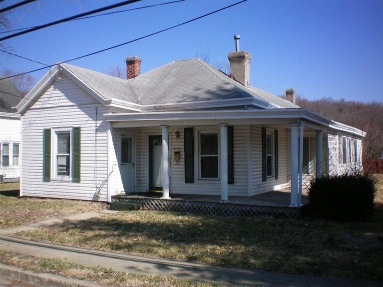 real estate photo 1 for 904 W shelby St Falmouth, KY 41040