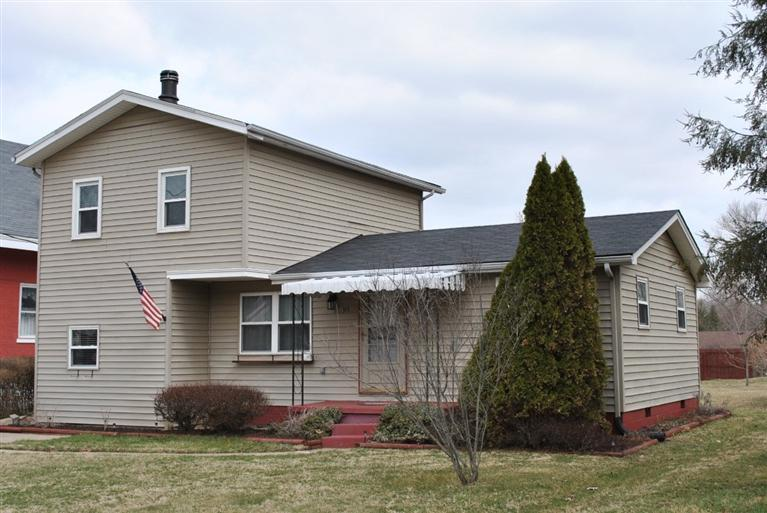 real estate photo 1 for 315 E 2nd St Silver Grove, KY 41085