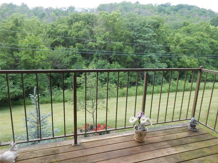 10 Woodland Hills Dr, 8