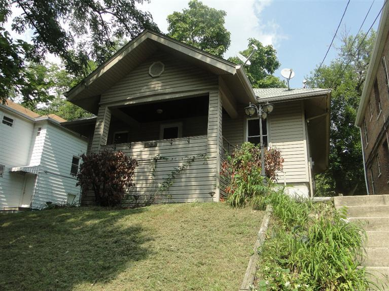 real estate photo 1 for 220 Linden Ave Southgate, KY 41071
