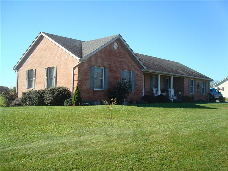real estate photo 1 for 240 Claiborne Dr Dry Ridge, KY 41035