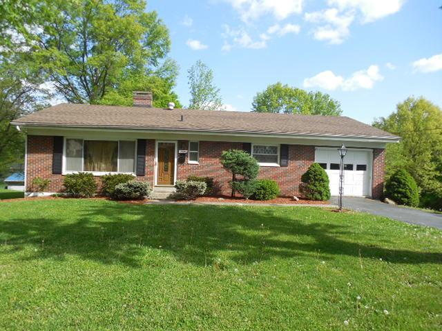 real estate photo 1 for 724 Robbins Ave Falmouth, KY 41040