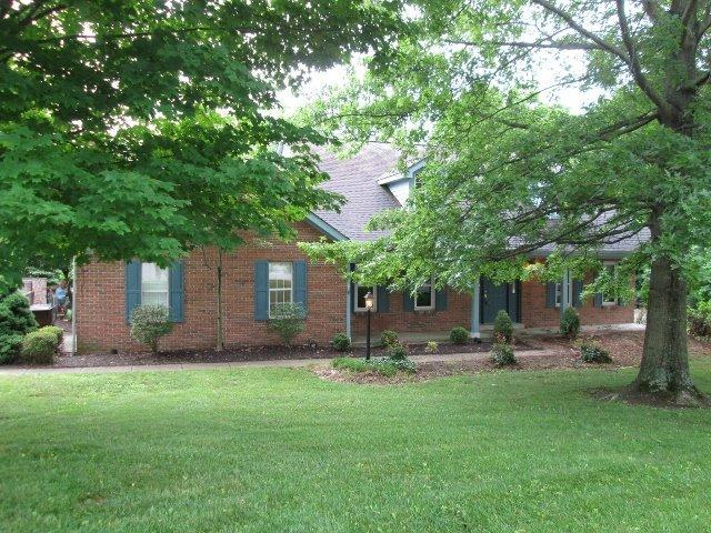 real estate photo 1 for 8166 N Dilcrest Cir Florence, KY 41042