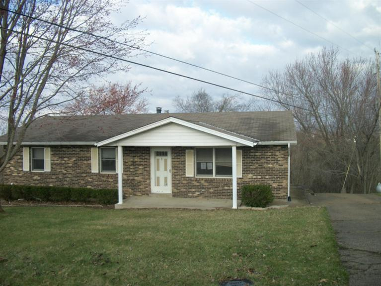 real estate photo 1 for 8 Terence Dr Williamstown, KY 41097